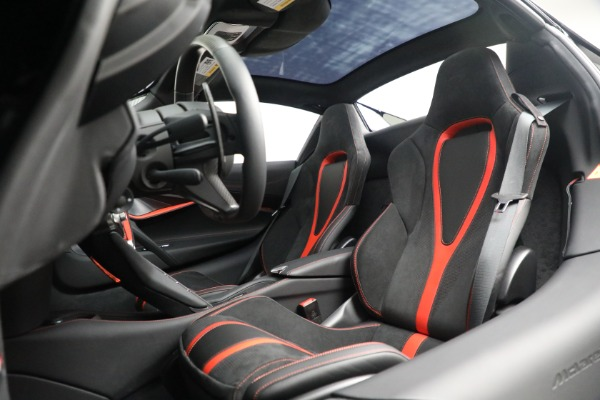 New 2021 McLaren 720S Spider for sale $374,120 at Aston Martin of Greenwich in Greenwich CT 06830 26