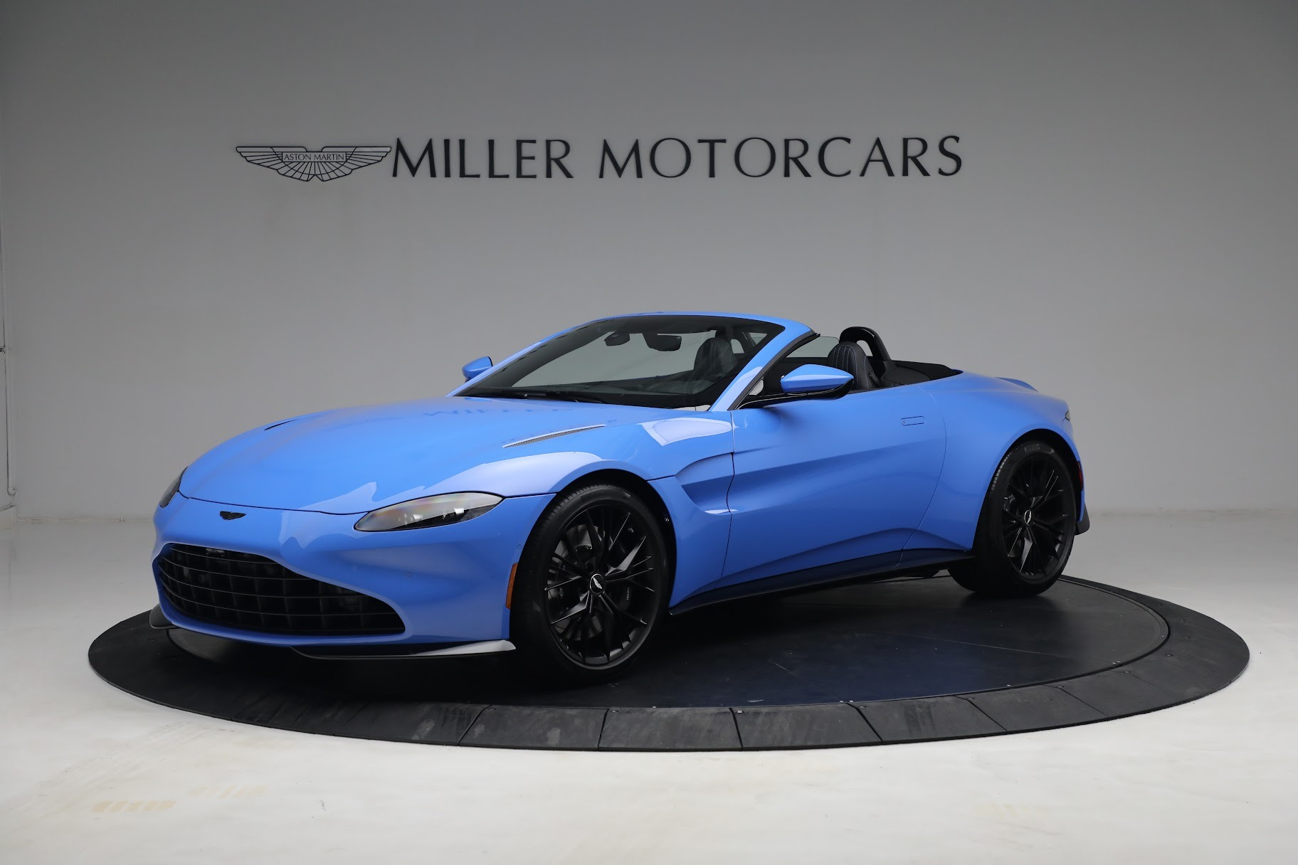 New 2021 Aston Martin Vantage Roadster for sale $186,386 at Aston Martin of Greenwich in Greenwich CT 06830 1