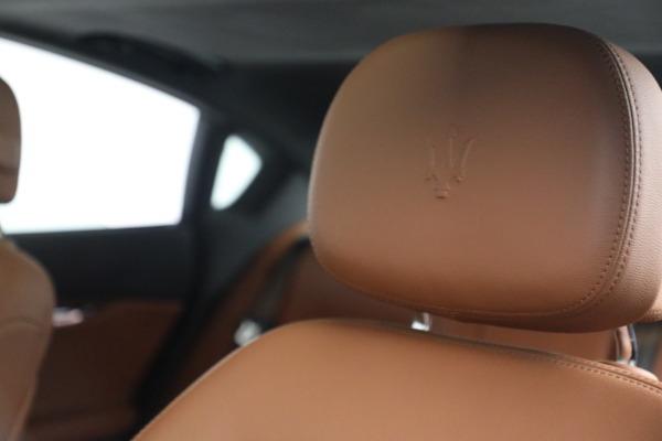 Used 2016 Maserati Quattroporte S Q4 for sale $46,900 at Aston Martin of Greenwich in Greenwich CT 06830 16